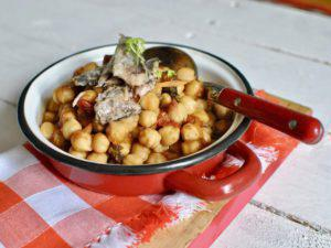 TRADITIONAL CHICK PEAS WITH SARDINES